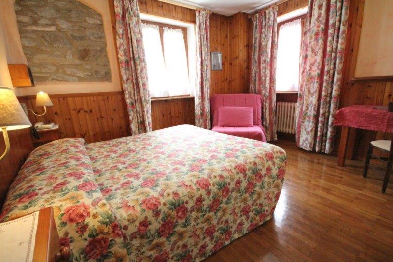 Camera standard vacanze monte bianco for Meuble berthod courmayeur